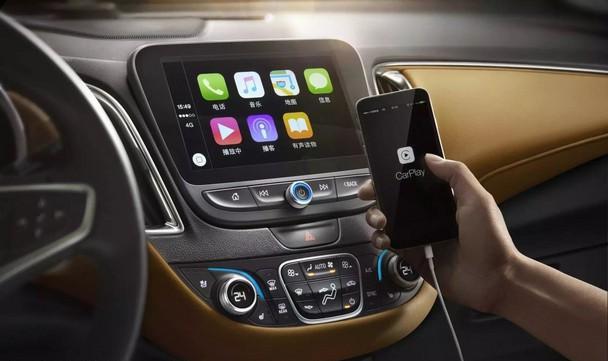 迈锐宝XL全系标配Apple CarPlay,同级首次运用全新一代安吉星4G LTE服务系统   迈锐宝XL设计的是飞翼式双座舱,与之匹配的是悬浮式中控台。镶嵌式8英寸彩色多触点电容屏,分辨率清晰,反应灵敏。其全系标配智能启停功能,配备安吉星车载4G LTE和原装集成车载Wi-Fi。安吉星车载4GLTE可由车辆直接供电,可提供比手机信号更强、更稳定的移动热点,网络覆盖面积达到700平方米,并支持7台设备同时接入。此外,迈锐宝XL还配备了雪佛兰新一代MyLink智能互联系统,驾乘者可通过车载8寸高清