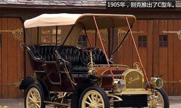 别克d型车的车身以木制马车车厢为蓝本,底盘,轮毂等大量采用木质结构