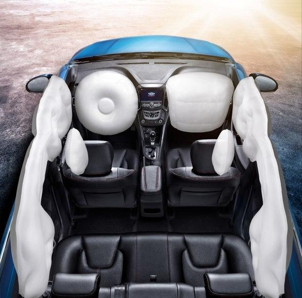 除了被动安全外,主动安全是现代汽车科技的缩影,也是产品安全性能的重要体现之一。艾瑞泽5除了全系标配ESP电子车身稳定系统外,还拥有一套整合了HHC车身坡道辅助控制系统、德国LUK离合系统、EPS电动转向系统、GSI换挡提醒的五位一体驾驶辅助系统,能够检测、控制车轮的运动状态,实现对车身的最大化控制,而博世ABS 9.